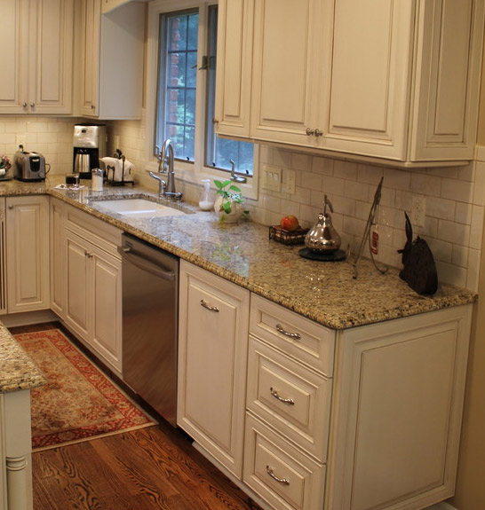 New_Venetian_Gold_Granite_Countertop